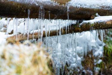 美しすぎる氷の芸術   豊田市湧水広場の氷瀑